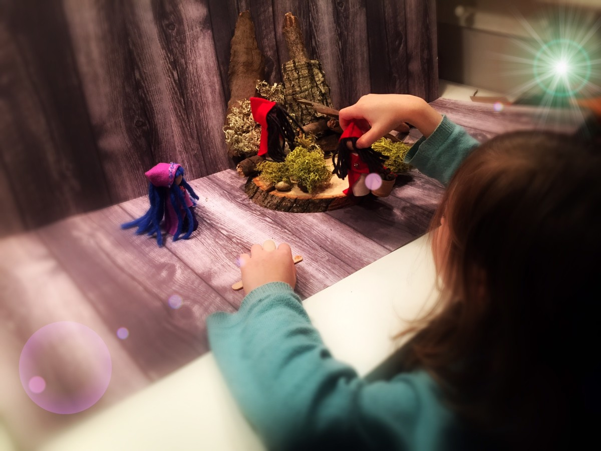 How to Make a Pretend-Play Space for Dolls and Finger Puppets