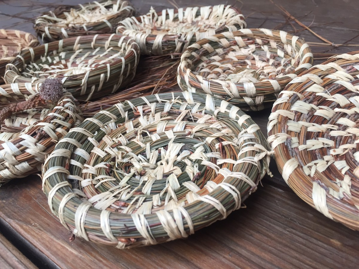 How to Make Pine Needle Baskets | Dust and Tribe